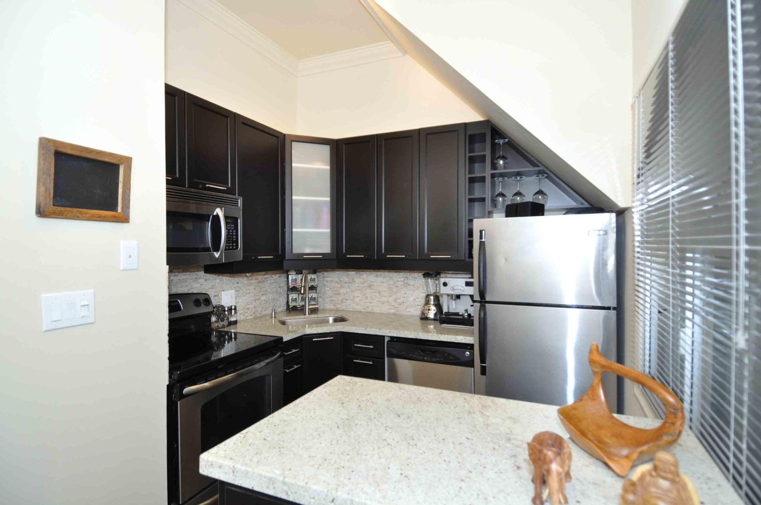 07 360_dundas_street_east_MLS_HID808873_ROOMkitchen1