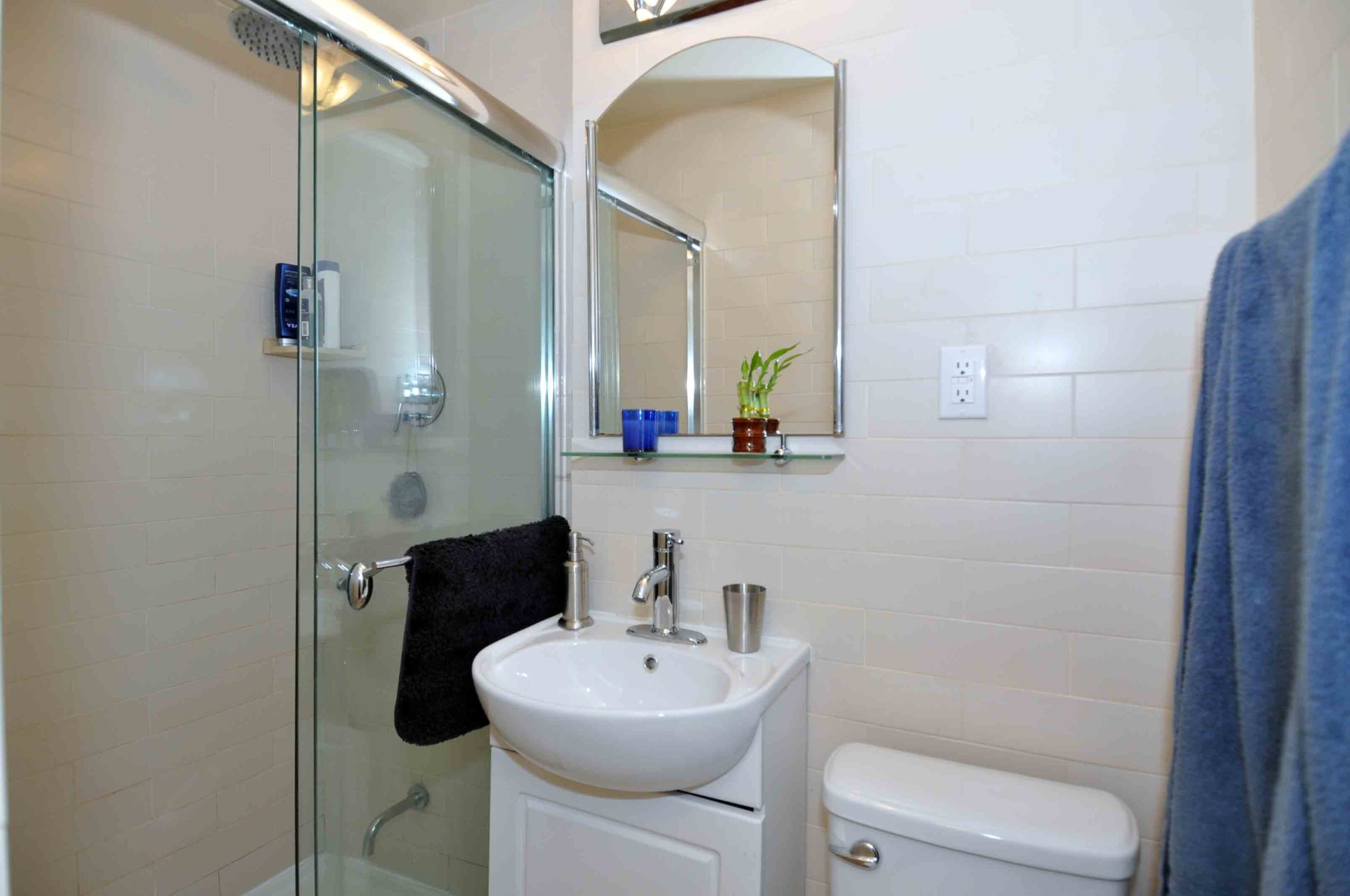 07a 360_dundas_street_east_MLS_HID808873_ROOMbathroom1