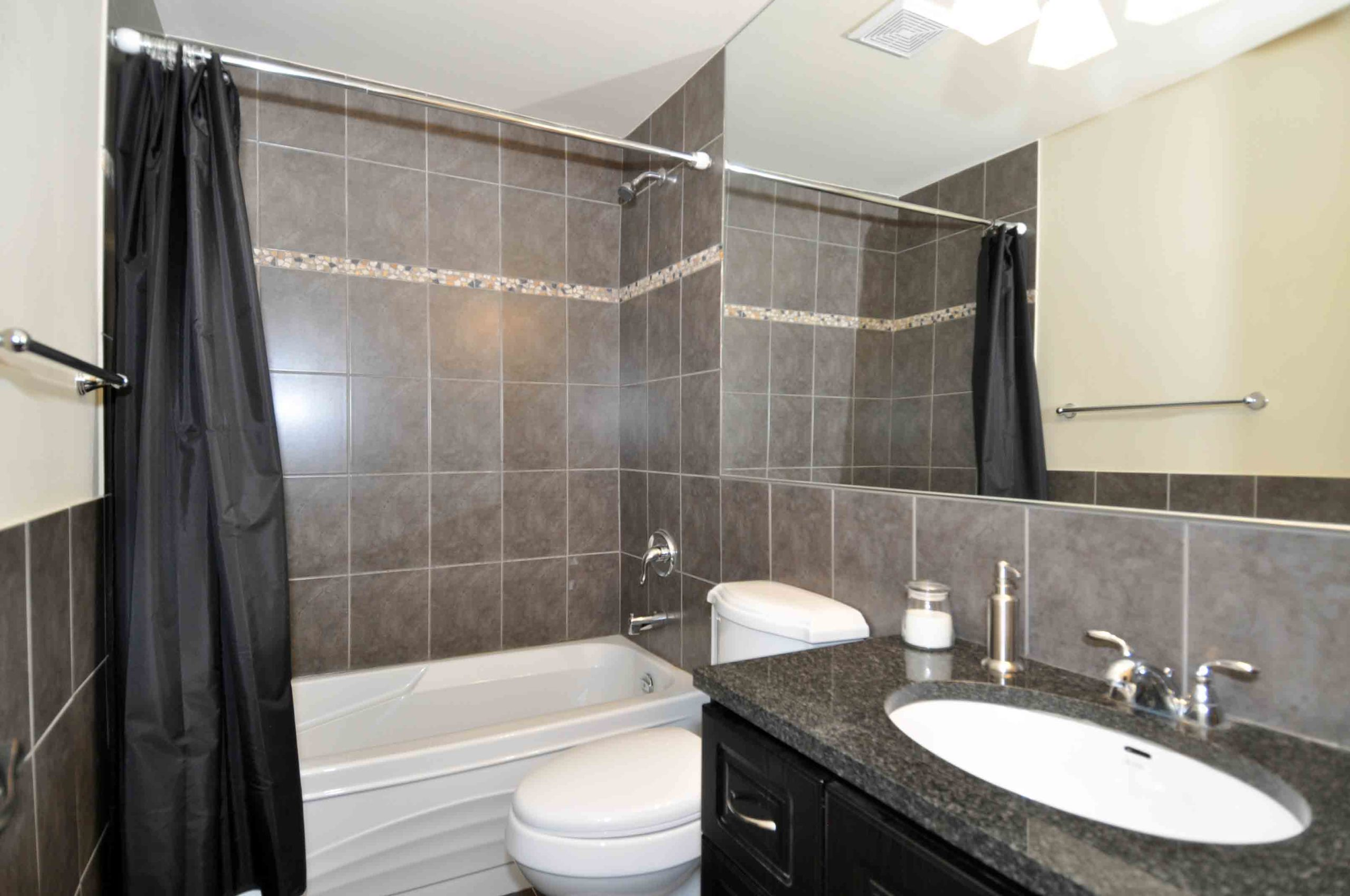 09 360_dundas_street_east_MLS_HID808873_ROOMbathroom