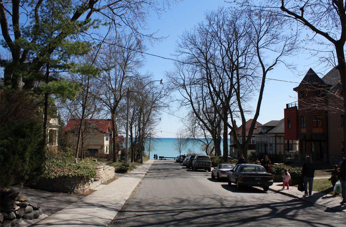 1200px-The_Beaches,_Toronto_-_panoramio