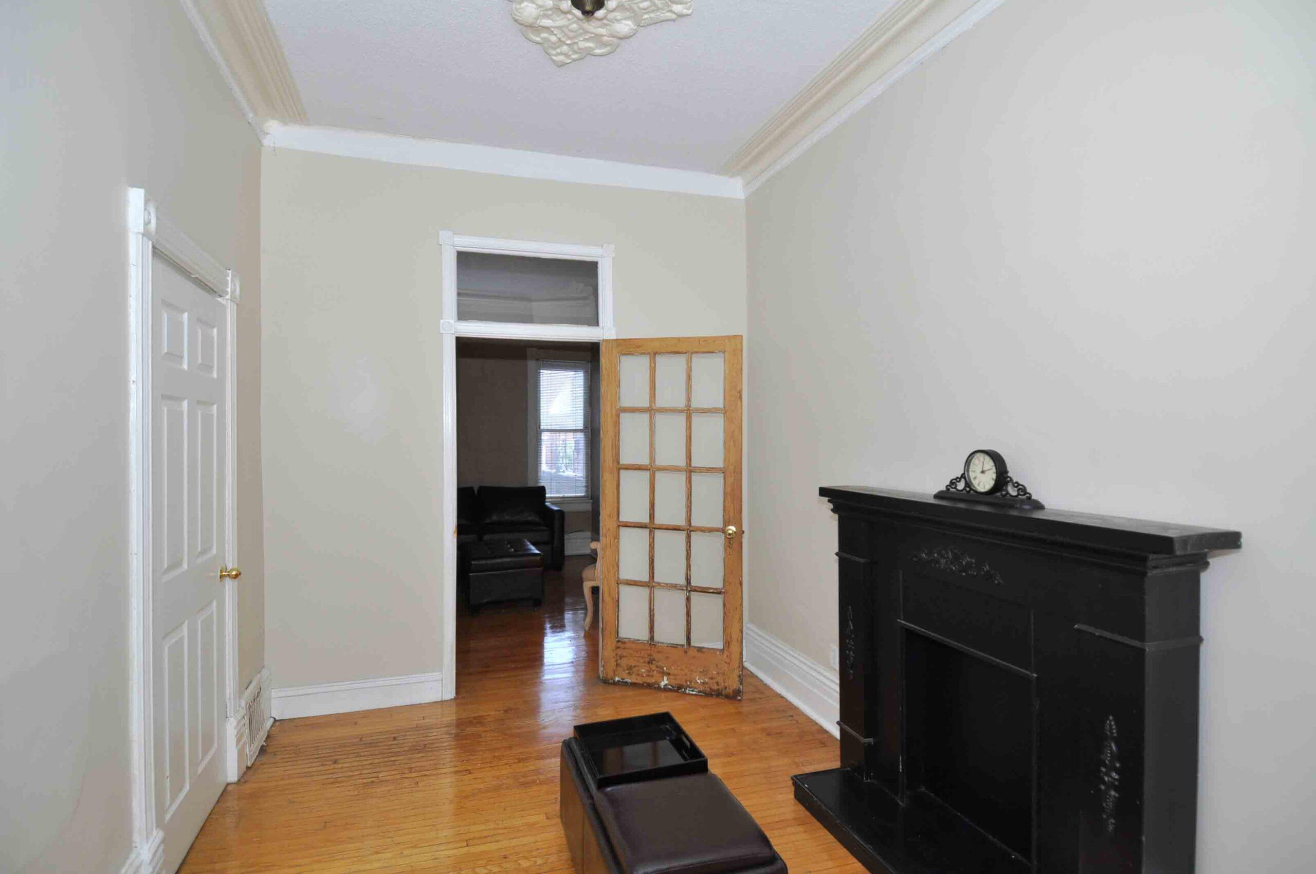 32_manning_avenue_MLS_HID924146_ROOMlivingroom