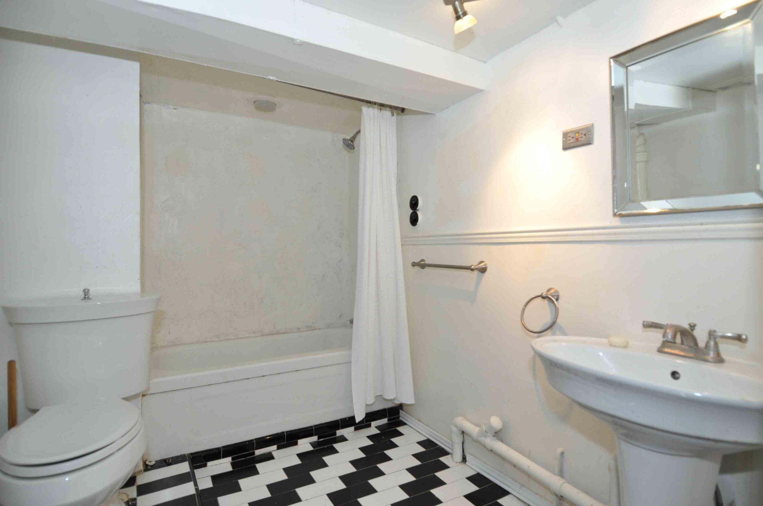 32_manning_avenue_MLS_HID924146_ROOMlowerlevelbathroom