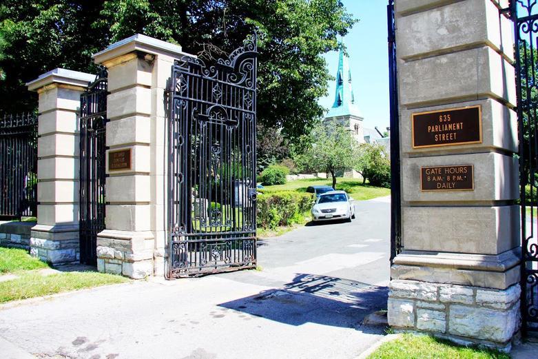 St-James-Cemetery-Entrance