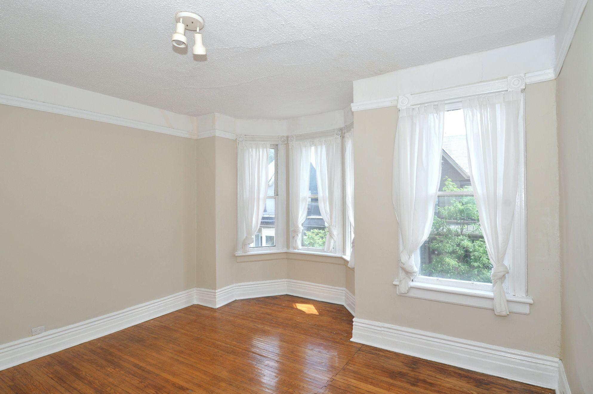 32_manning_avenue_MLS_HID924146_ROOMmasterbedroom1